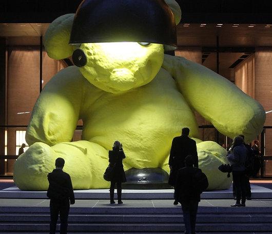 ニューヨークに巨大テディ・ベア・アート作品展示中、前向きな感情をもたらす効果も?_b0007805_9411016.jpg