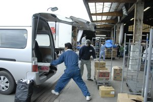 2回目の被災地訪問 ⑥ 物資を届ける_f0088456_34739.jpg