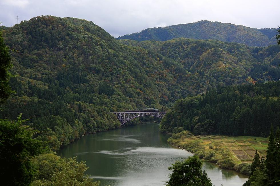 緑の中の第一鉄橋 - 2010年秋・只見 -_b0190710_20421490.jpg