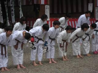 空手奉納<護山神社春の祭典>_d0010630_22112994.jpg