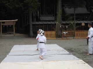空手奉納<護山神社春の祭典>_d0010630_22115956.jpg