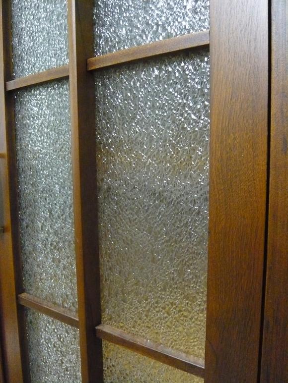 50年前の書棚と旧家の硝子戸が出会って_d0224984_07578.jpg