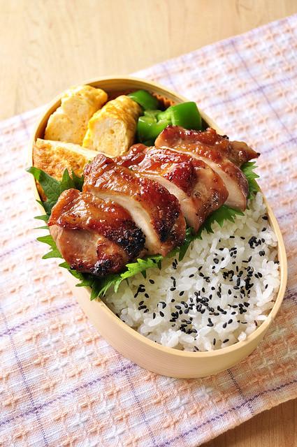 照り醤油 鶏弁当~_b0171098_6511246.jpg