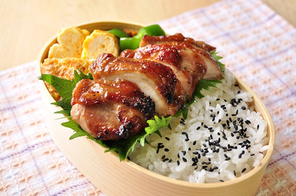 照り醤油 鶏弁当~_b0171098_6563487.jpg