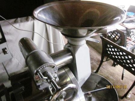 中古焙煎機 フジロ-ヤル 直火3キロ釜のご案内_c0020639_15253555.jpg