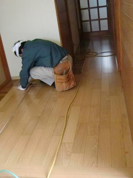 廊下のフローリング工事 ~ フローリングの重ね張り。_d0165368_5484052.jpg