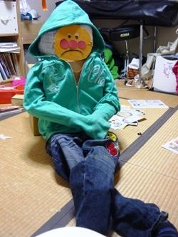 4番目の「ダンボールの人形」、完成!_e0188087_22204326.jpg