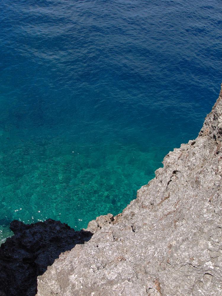 海の色_e0004009_1244317.jpg