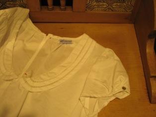 白い丸襟が、かわいいよね!オノレ!_c0227633_2149432.jpg