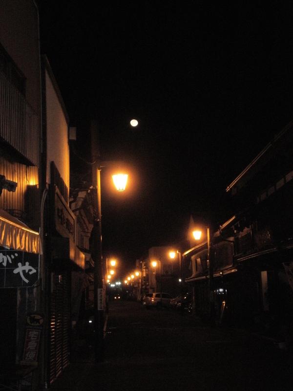 チェレステ楽団と、城下町を照らす満月_a0174458_11354138.jpg