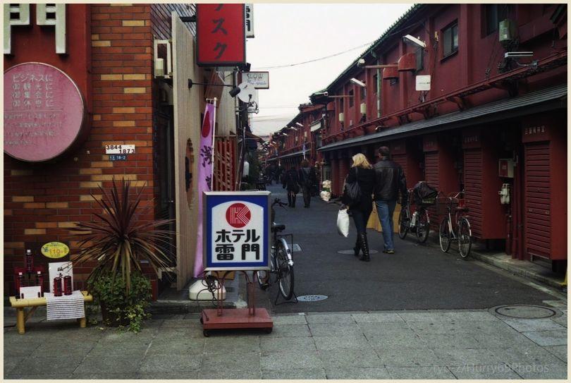 浅草寺界隈(1月) OLYMPUS 35SP 再び_e0063851_18345137.jpg