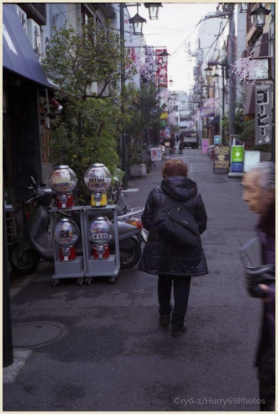 浅草寺界隈(1月) OLYMPUS 35SP 再び_e0063851_18351322.jpg