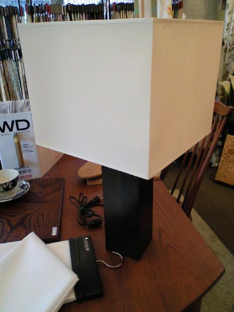 ランプシェードを張替えさせていただきました。_c0157866_1429359.jpg
