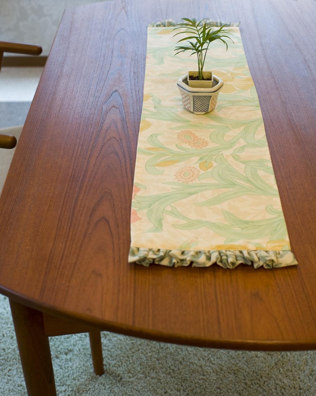 モリスの生地でテーブルリネンをつくりました。_c0157866_1526335.jpg