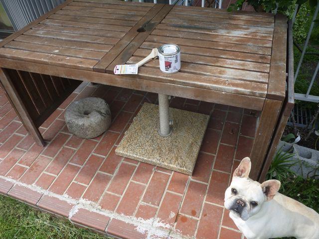 ガーデンテーブルの塗り替え_b0054727_18361887.jpg