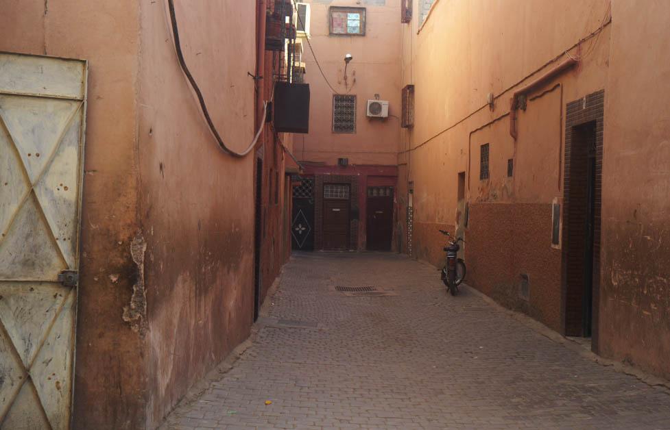 城壁の外へ向かう _b0212922_20221665.jpg