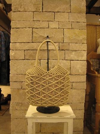 カシェリエのマクラメ編みバックです。_c0227633_21505757.jpg