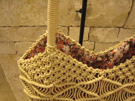 カシェリエのマクラメ編みバックです。_c0227633_21511656.jpg