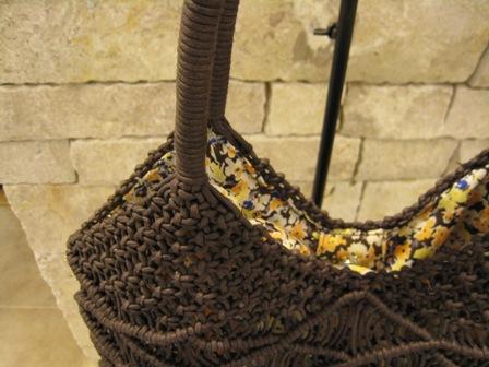 カシェリエのマクラメ編みバックです。_c0227633_22225877.jpg