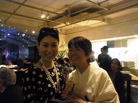 石鍋博子さんの「HUGHUG GOGO パーティ」へ_a0138976_1855260.jpg