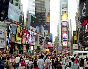 ニューヨークの中心にそびえる「がんばれ、日本」の巨大看板_b0007805_1323730.jpg