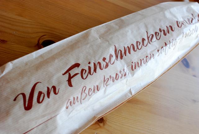 フランスパンの紙袋_e0175918_5212975.jpg