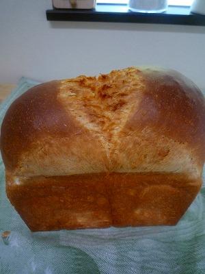 牛乳食パン_f0229521_2272661.jpg