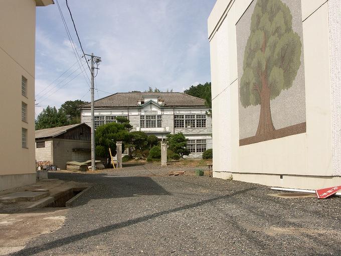 勝間田高校校友会館(旧勝間田農林学校本館)_f0116479_22263758.jpg