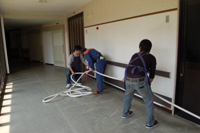 総合消防訓練と炊き出し訓練を実施。_a0154110_13113997.jpg