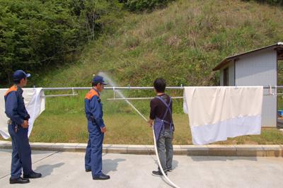 総合消防訓練と炊き出し訓練を実施。_a0154110_13114516.jpg