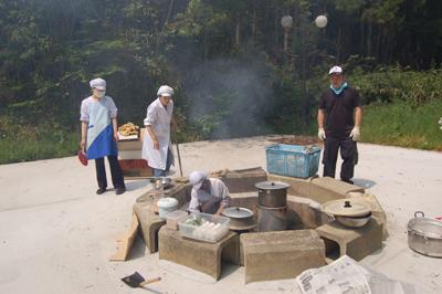総合消防訓練と炊き出し訓練を実施。_a0154110_13115179.jpg