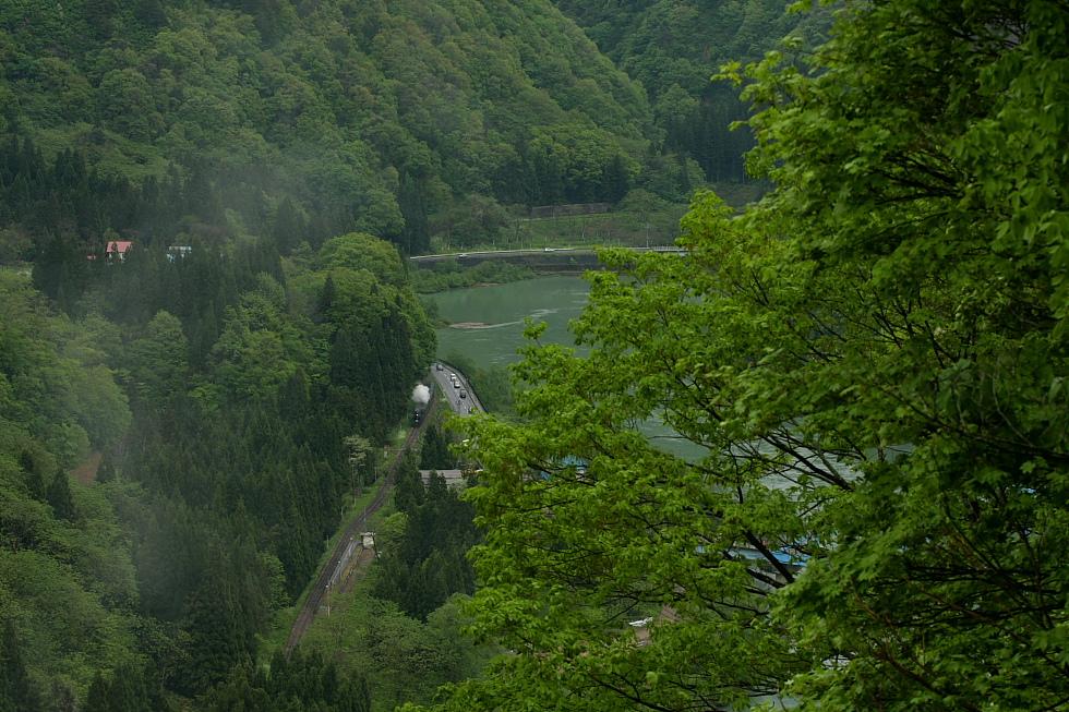 雨上がりの駅 - 2011年春・只見 -_b0190710_23431526.jpg