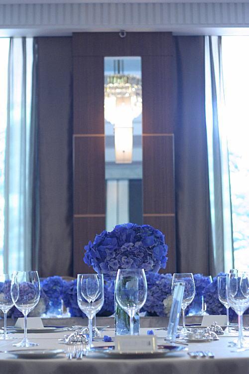 アジサイの青の装花 ホテルニューオータニ アザレア様へ_a0042928_1616342.jpg