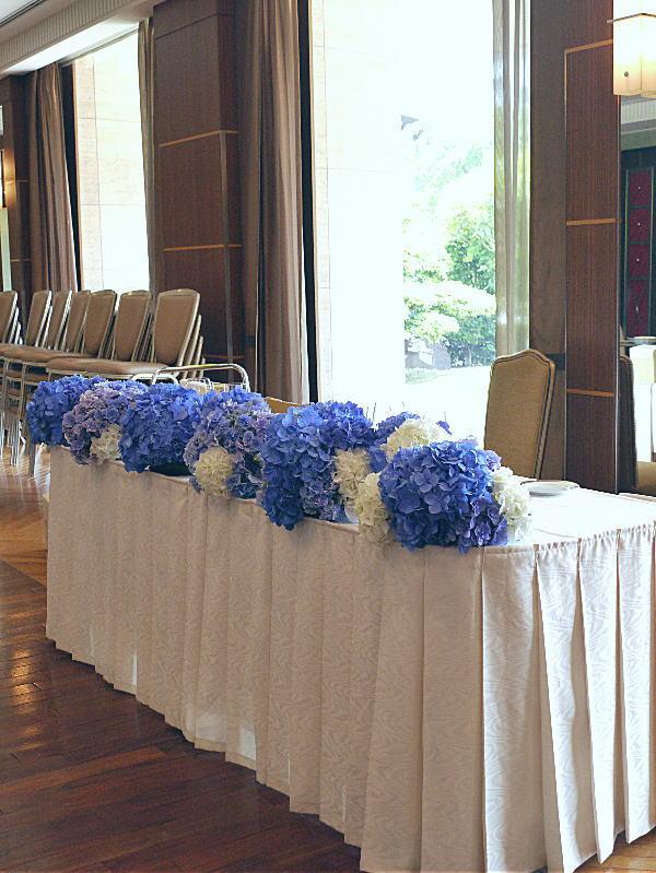 アジサイの青の装花 ホテルニューオータニ アザレア様へ_a0042928_16172666.jpg