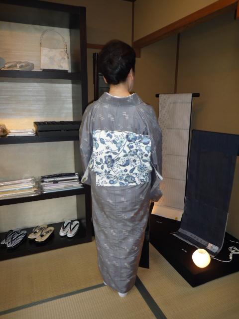 お客様の着こなし・琉球絣に更紗の帯。_f0181251_20105580.jpg