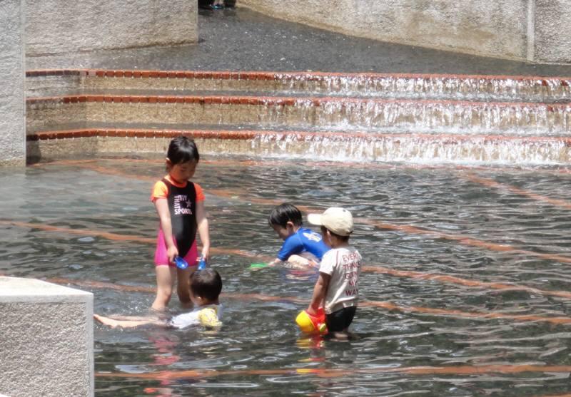 中央公園の水遊び_f0059673_20565095.jpg