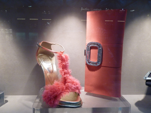 Roger  Vivier  Hong Kong Shop Report_b0210699_22265412.jpg
