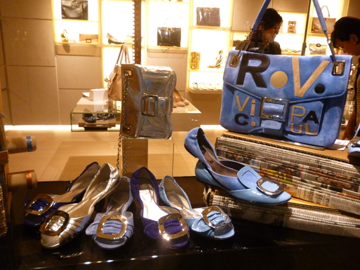 Roger  Vivier  Hong Kong Shop Report_b0210699_22385342.jpg