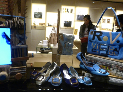 Roger  Vivier  Hong Kong Shop Report_b0210699_22431087.jpg