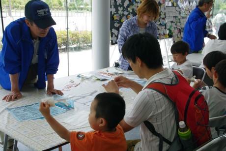 親子ペーパーグライダー教室を開催しました。_e0235911_1157790.jpg