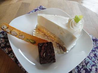 初挑戦と明日のケーキ♪_e0170128_14503075.jpg