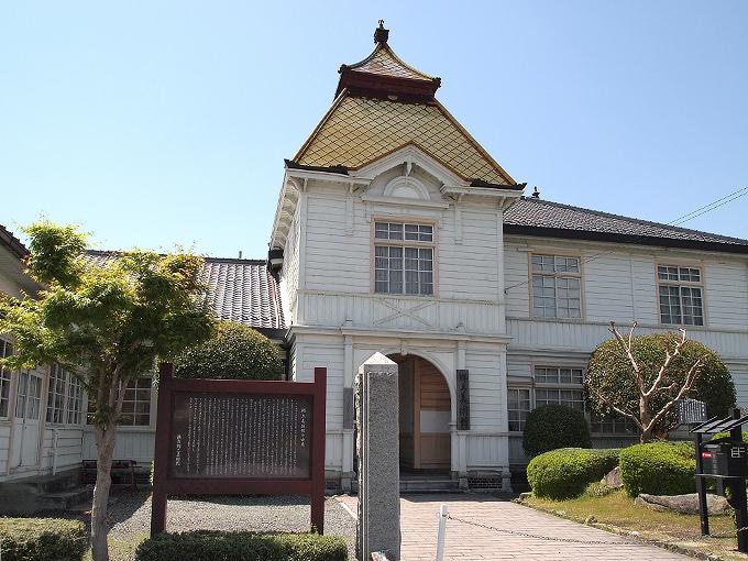 旧勝田郡役所_f0116479_2323471.jpg