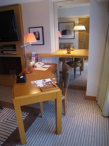 4月 神戸ポートピアホテル 本館エグゼクティブスイートルーム リビング_a0055835_22201676.jpg