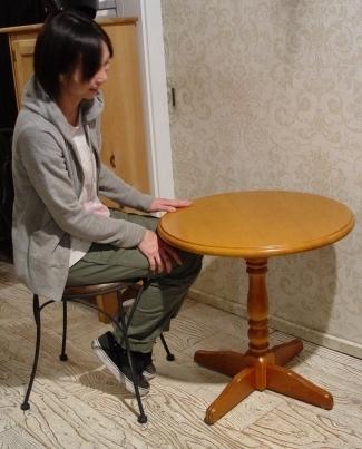 木の円テーブルとアイアイン木の座面イス・入荷!!_a0096367_21284021.jpg