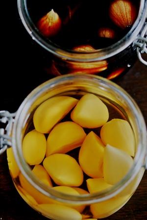 Rさんに頂いた青森産大蒜でにんにく醤油とにんにく酢_b0048834_8532392.jpg