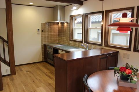 アンティークな家具に似合うキッチン_b0120583_11453164.jpg