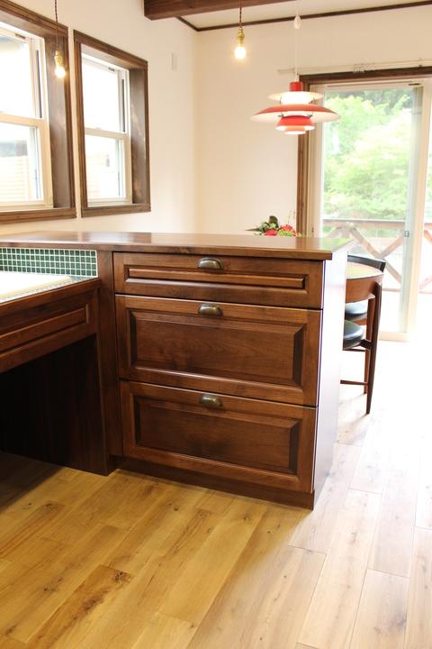 アンティークな家具に似合うキッチン_b0120583_13125629.jpg