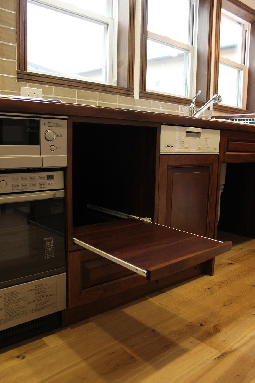 アンティークな家具に似合うキッチン_b0120583_1392949.jpg