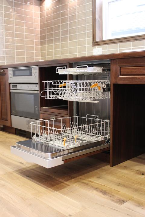 アンティークな家具に似合うキッチン_b0120583_1637319.jpg