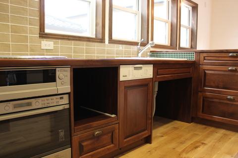 アンティークな家具に似合うキッチン_b0120583_16384013.jpg
